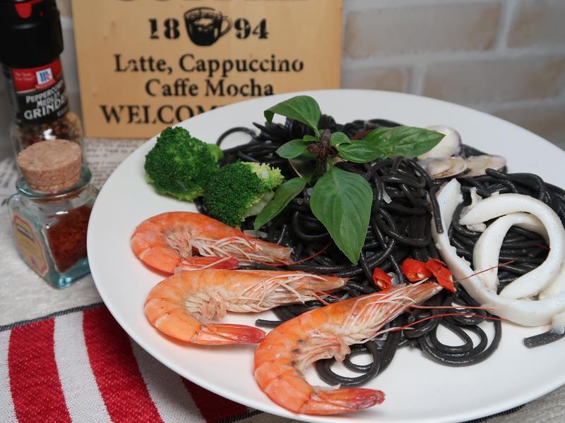 清炒海鮮墨魚麵(鮮香好滋味)