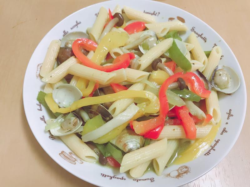 青醬蛤蠣青椒義大利管麵