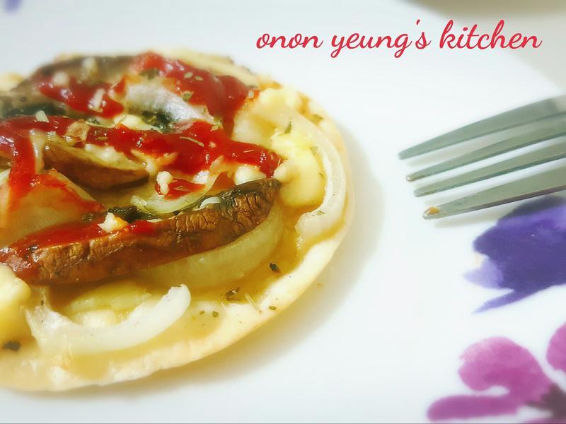 簡易料理の 洋蔥磨菇薄餅 (餃子皮)