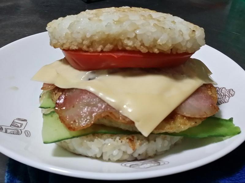 賢慧的愛妻早餐-起司培根米漢堡
