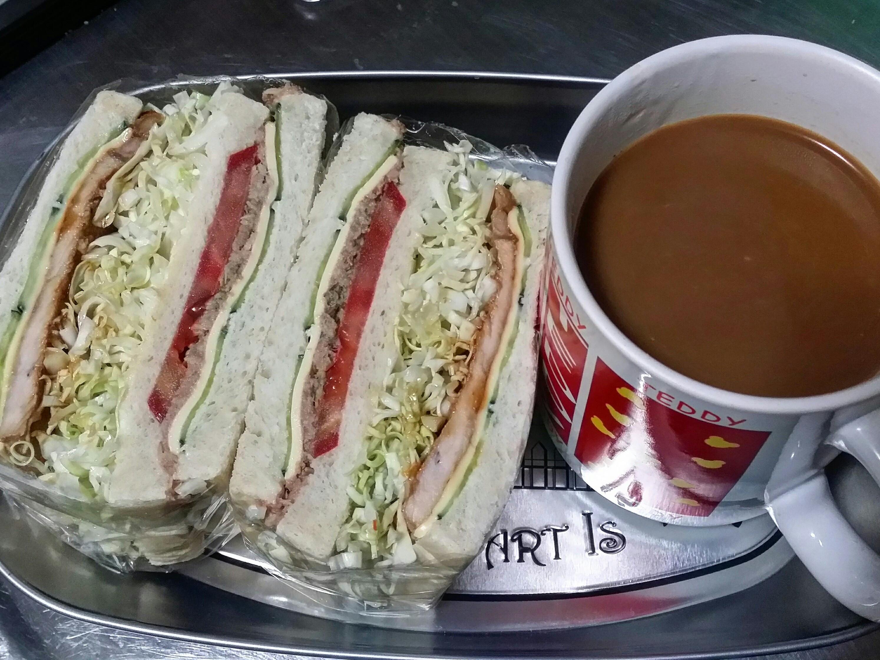 賢慧的愛妻早餐-肉片鮪魚起司三明治
