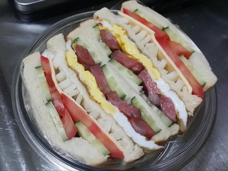 賢慧的愛妻早餐-台式香腸三明治