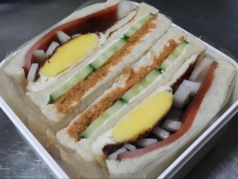 賢慧的愛妻早餐-魚鬆火腿蛋三明治