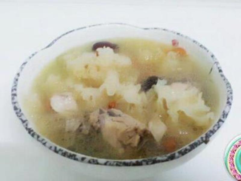 紅棗銀耳雞湯
