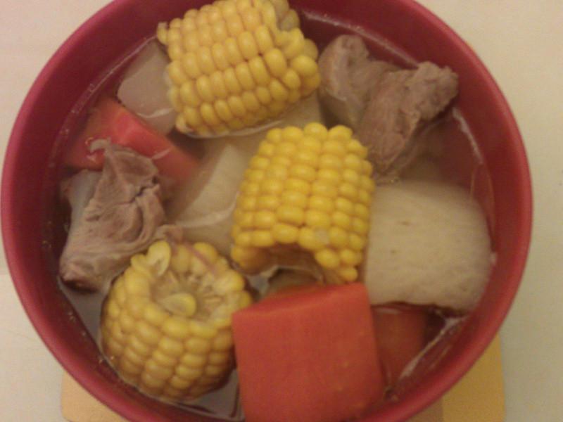 雙色蘿蔔玉米排骨湯