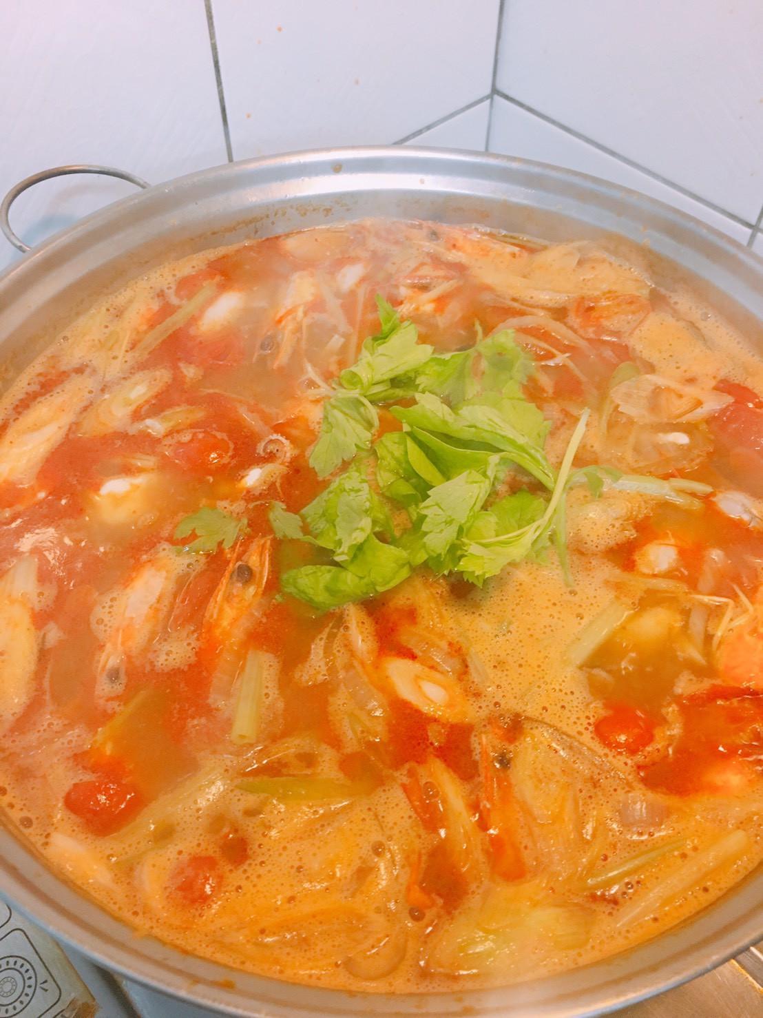 餐桌上的人妻料理*泰式酸辣海鮮湯。