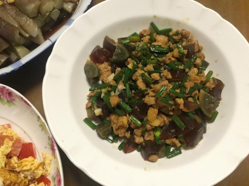 韮菜炒豬肉皮蛋