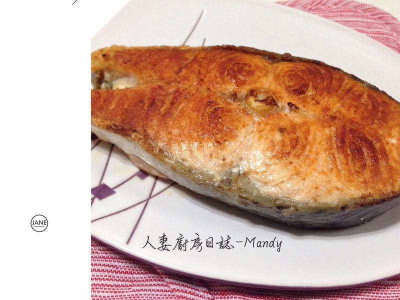香煎鮭魚佐黑胡椒