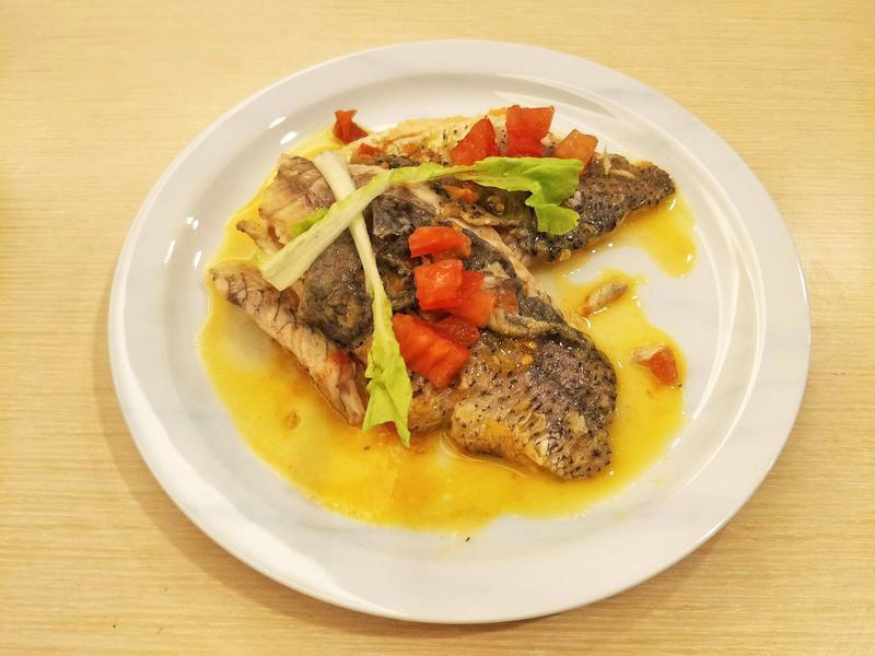 法式香煎鱸魚佐奶油檸檬白酒醬汁
