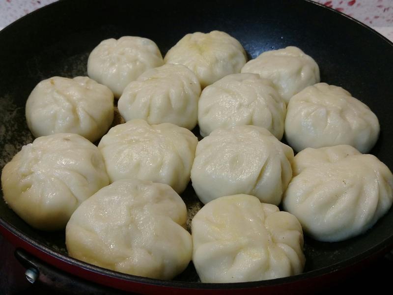 【韭菜香腸水煎包】清冰箱料理,超好吃唷!