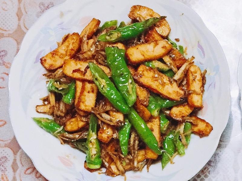 豆干炒糯米椒小魚乾