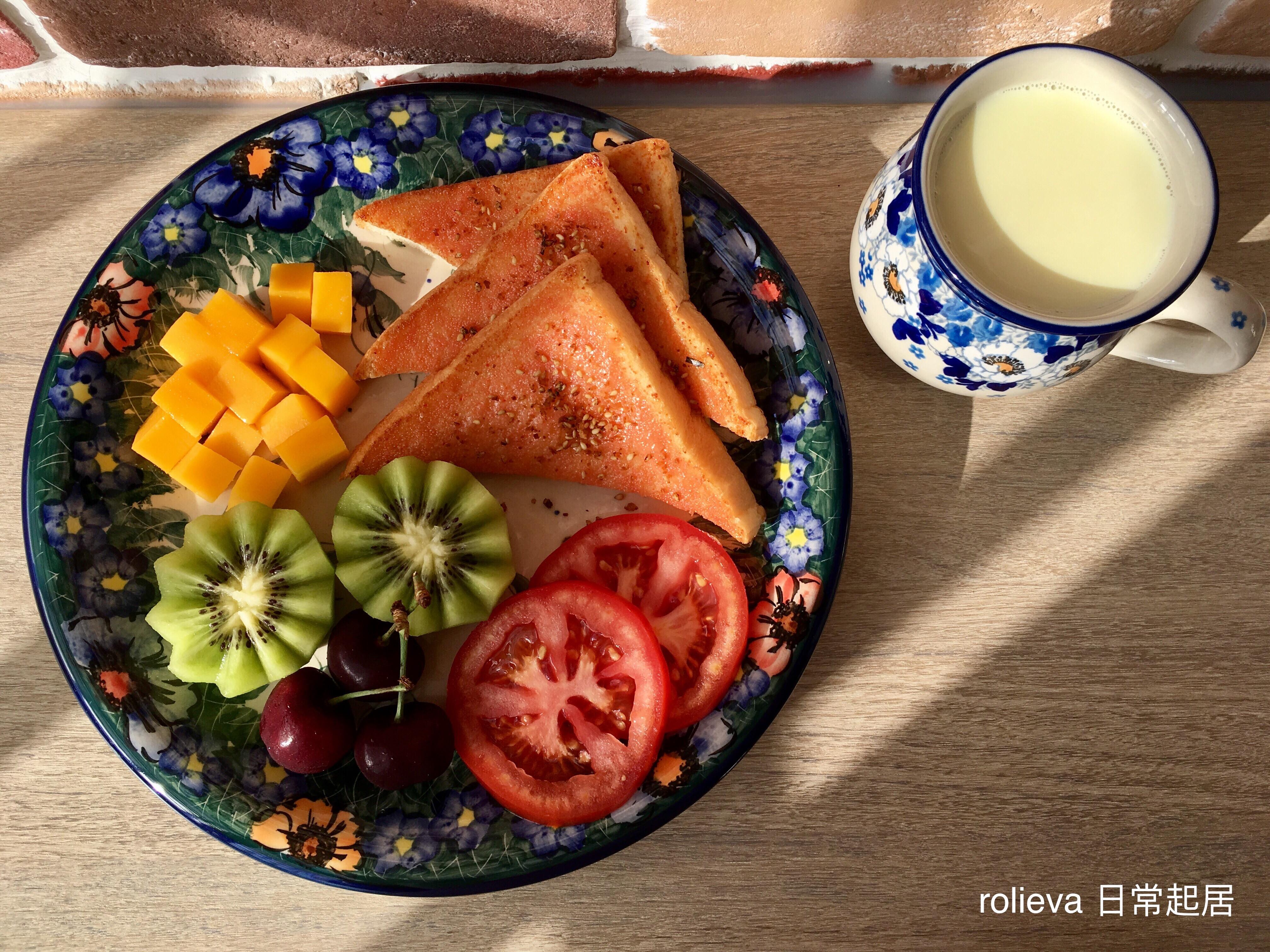 明太子吐司芒果🥝🍅🍒果汁牛奶