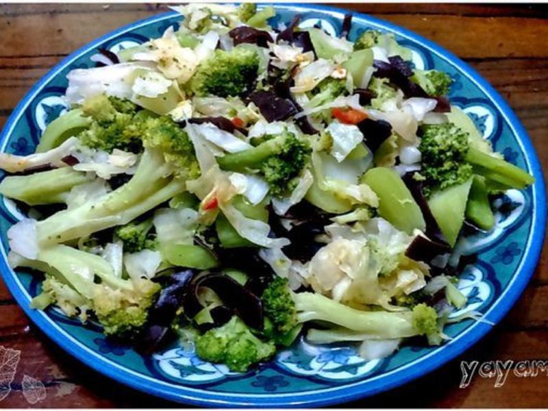 家常什錦炒蔬菜(青花菜+高麗菜)