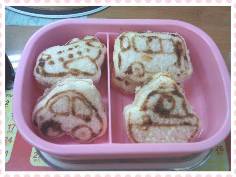 【親子食堂】超可愛>0< 造型夾心小吐司