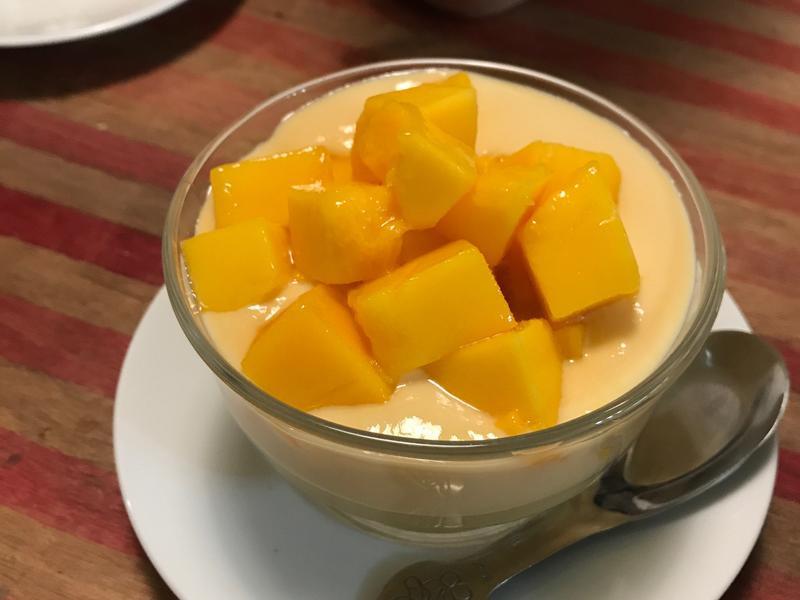 芒果佐香草蛋奶醬