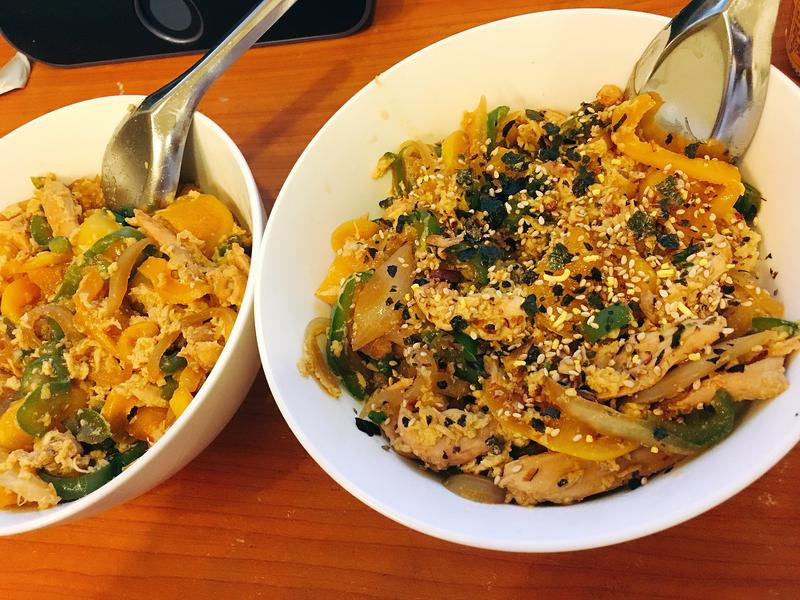 洋蔥雙椒雞肉蓋飯٩(˃̶͈̀௰˂̶͈́)