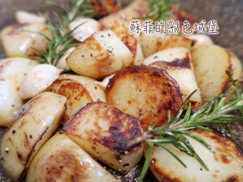 『迷迭香奶油馬鈴薯』~外酥脆,內鬆綿!