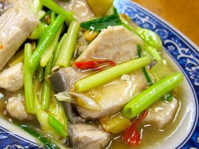 ღ小吟愛做菜ღ芹菜蒜味炒鯊魚肉