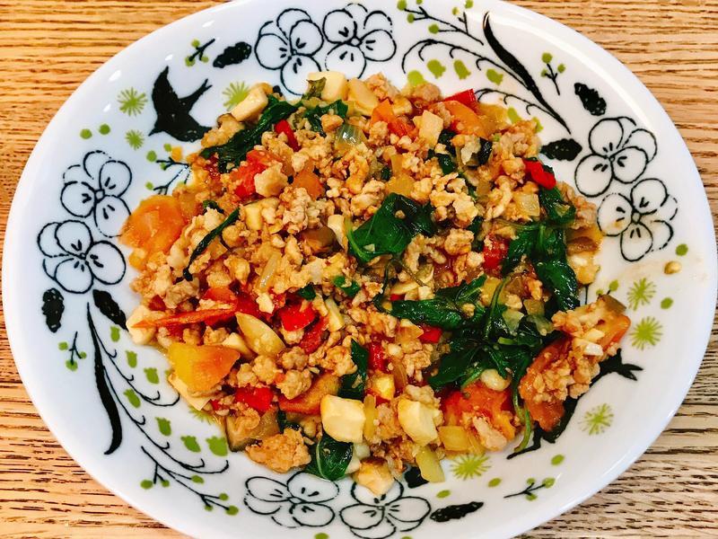 給新手超簡單「泰式蔬菜打拋豬🐷」✨