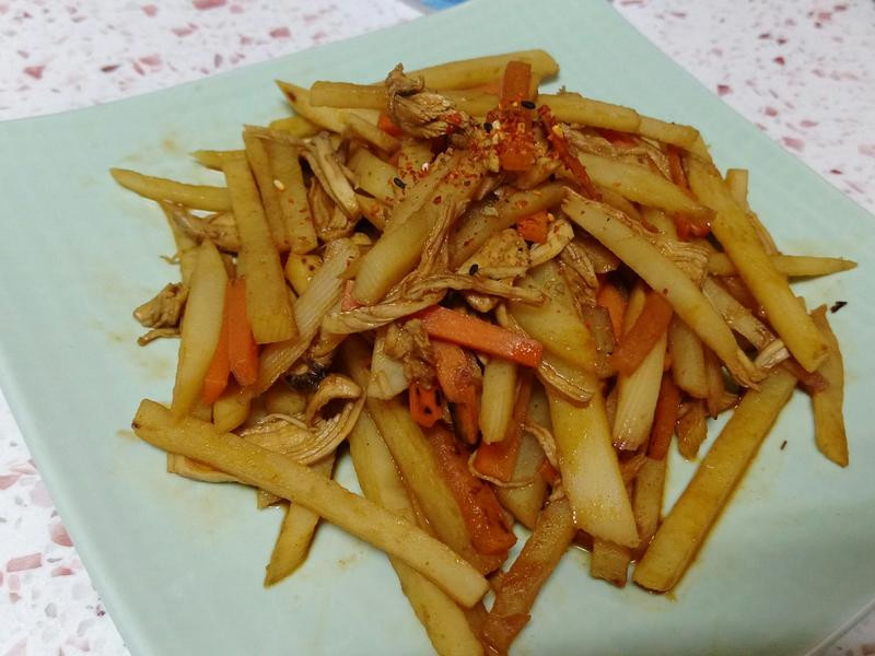 【韓式辣醬炒馬鈴薯絲】開胃又下飯哦!