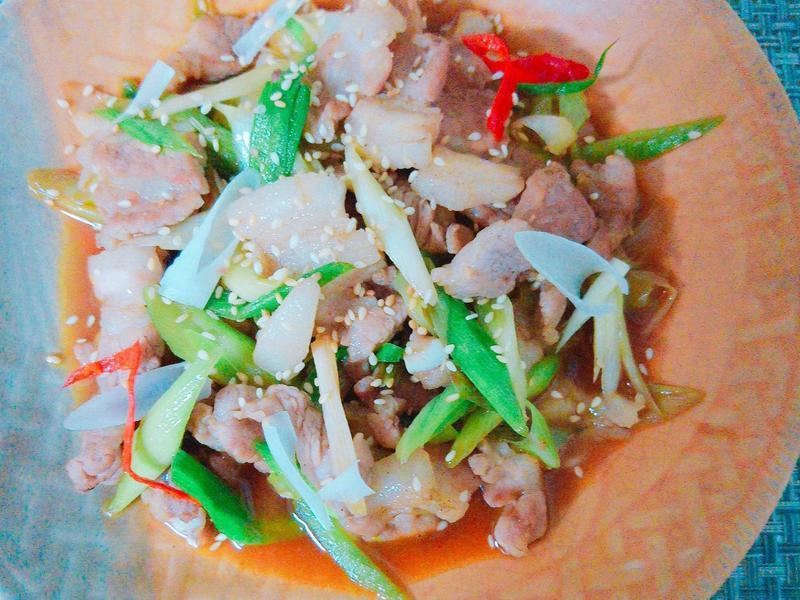 蒜苗炒豬肉