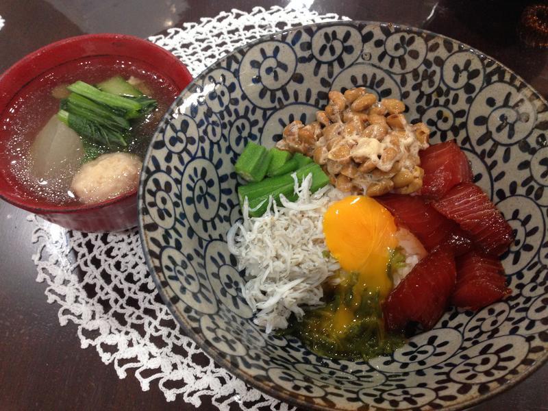 鮪魚秋葵海鮮丼(爆彈丼)