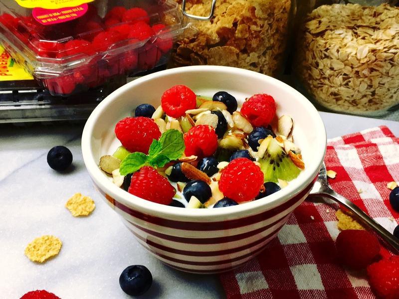 大燕麥片穀類鮮果輕早餐