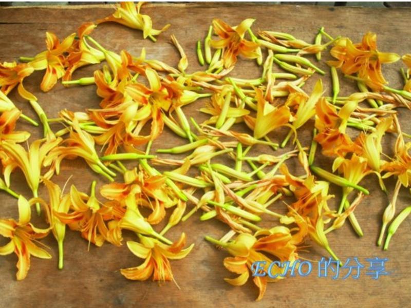 曬金針花(萱草)-吃得到陽光鮮甜的味道喔