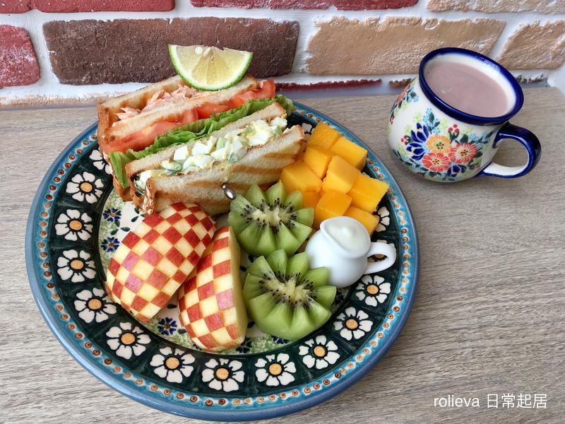 鮭魚起司蛋沙拉蔬果三明治優格🍎🥝芒果