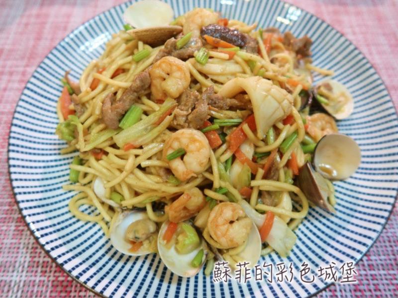 『台式海鮮什錦炒麵』快炒店的平民美食