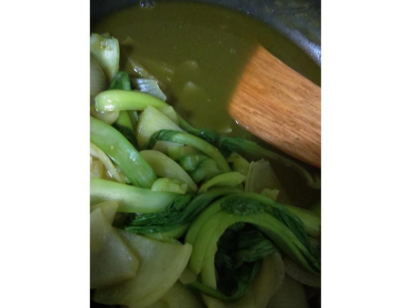 抹茶粉洋蔥炒青江菜跟柳松菇