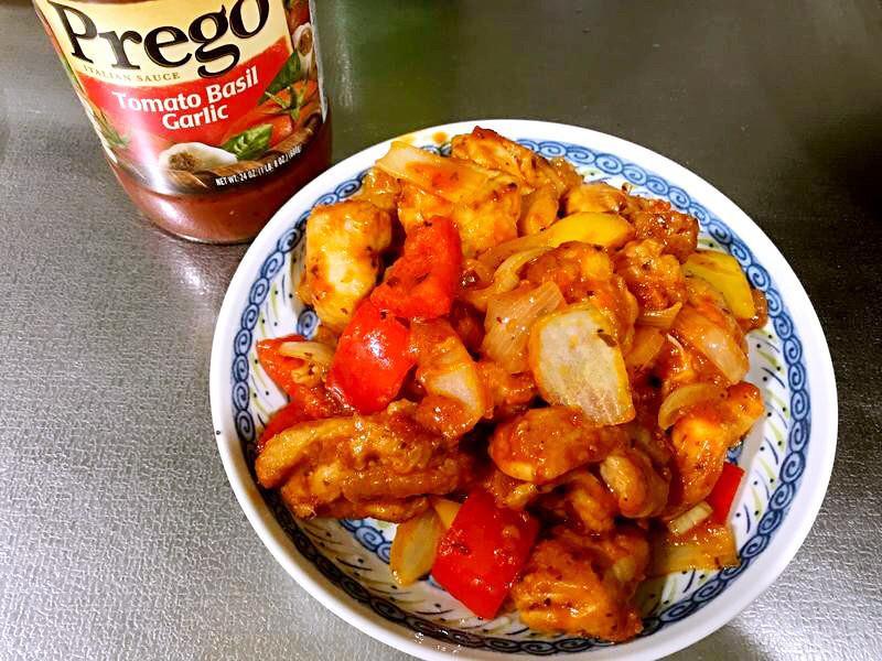 Prego蕃茄蘿勒大蒜糖醋雞腿肉。