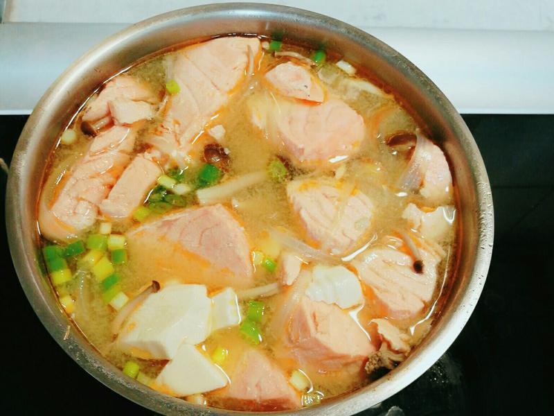 鮭魚鮮菇味增湯