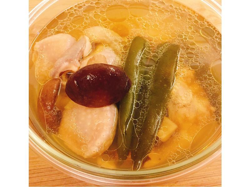【隨興料理】剝皮辣椒香菇雞湯🐔