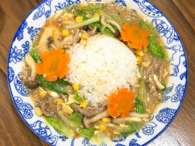 冰箱菜簡單做-沙茶滑蛋豬肉燴飯