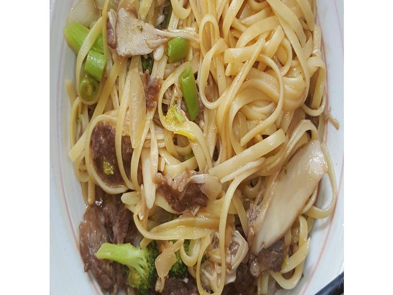 奶油牛肉食蔬義大利麵