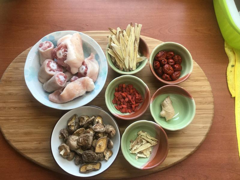 香菇豬尾湯