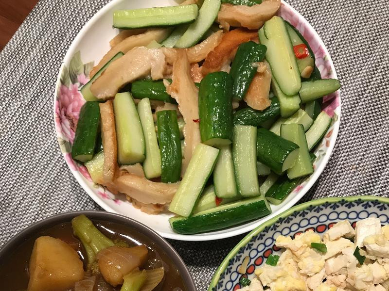 [一人開飯]小黃瓜炒甜不辣