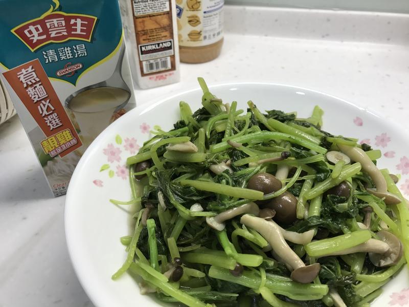營養莧菜炒菇菇[史雲生清雞湯]