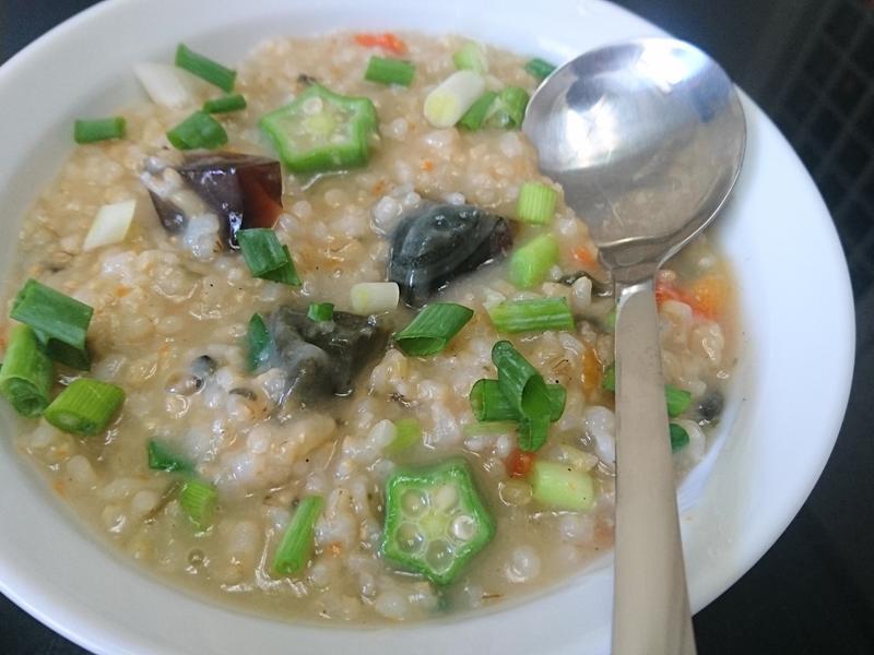 秋葵皮蛋糙米粥