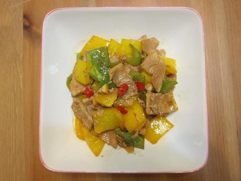 懶人妻的超簡單料理~「甜椒豬肉片」