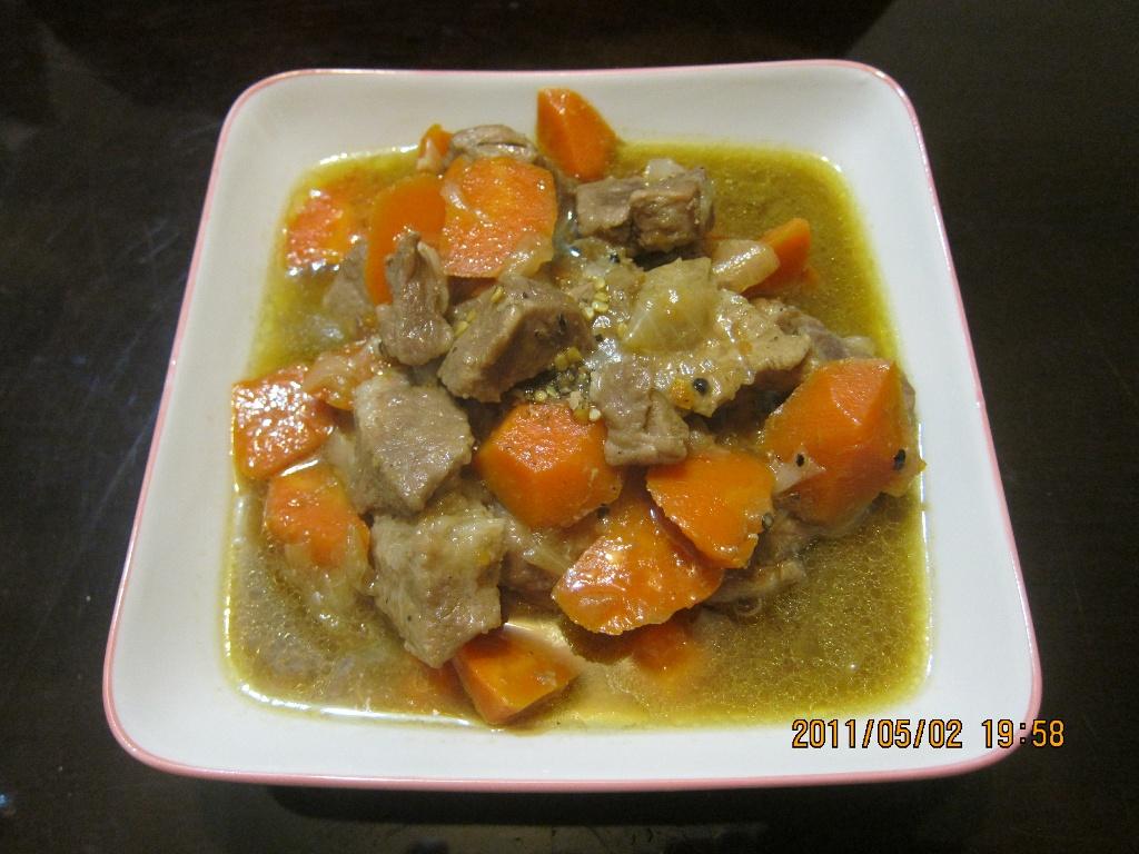 懶人妻的超簡單料理~「紅蘿蔔燉肉」