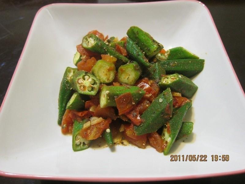 懶人妻的超簡單料理~「秋葵炒蕃茄」