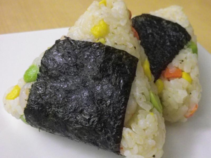 十分輕鬆料理DIY-台式蝦仁炒飯變日式飯糰