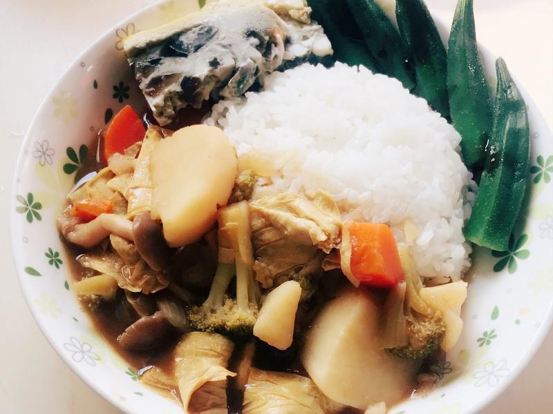 夏日炎炎蔬菜咖哩飯(可加肉)
