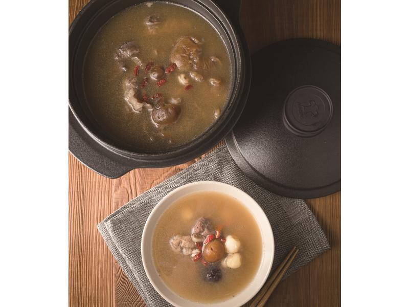 【摩堤 鑄鐵鍋料理】芡實薏仁蓮子湯