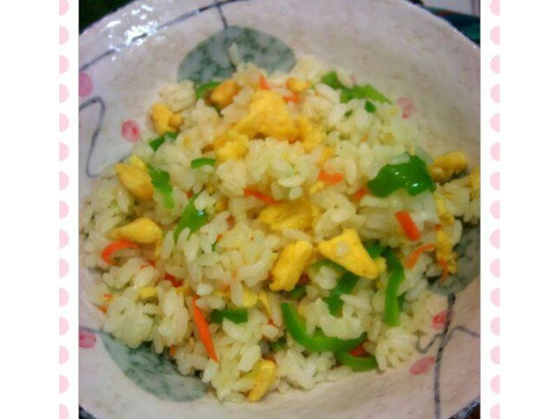 讓人流口水的配色 - 青椒蛋炒飯