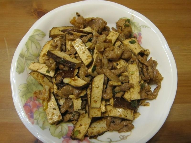 懶人妻的超簡單料理~「沙茶肉絲炒豆干」