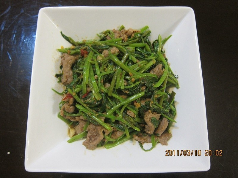 懶人妻的超簡單料理~「沙茶空心菜炒牛肉」