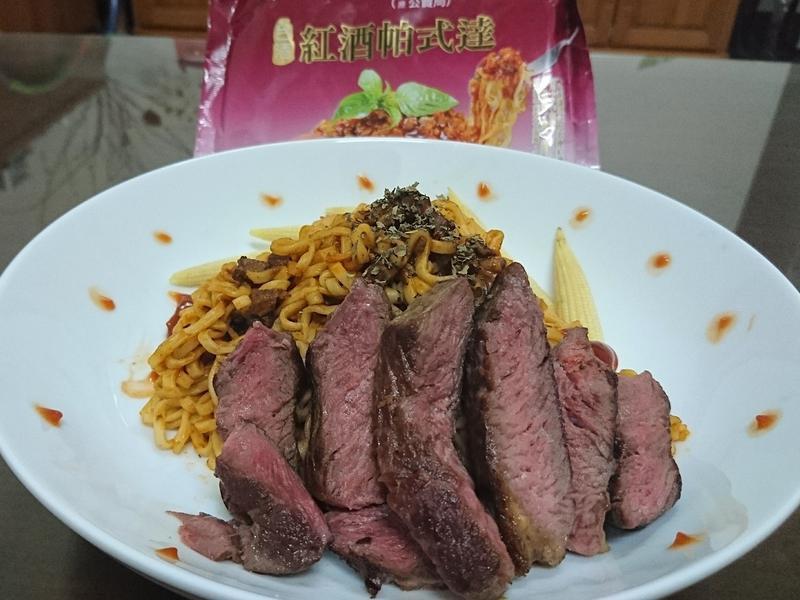 牛小排蕃茄肉醬麵【紅酒帕式達】